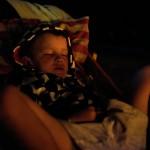 Oskar sussar i solstol