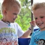 Alvin och Oskar åker tuk-tuk